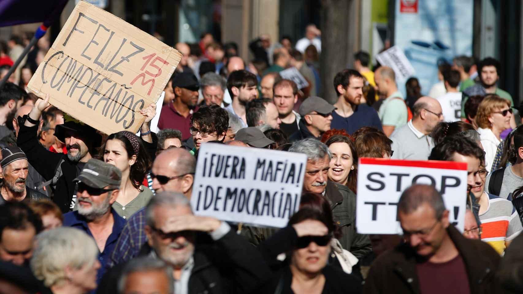 Las pancartas contra la clase política han vuelto a llenar la Puerta del Sol
