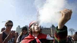 Canadá plantea 'fumarse' los convenios de la ONU contra el tráfico de drogas