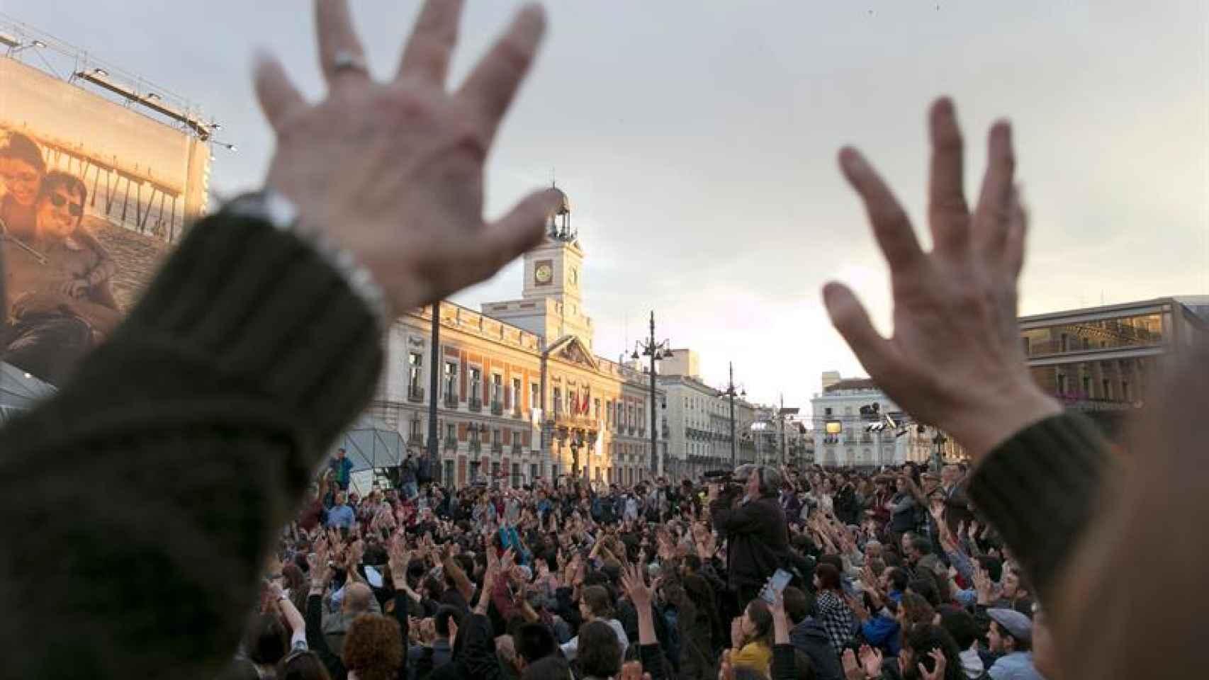La Puerta del Sol se llenó de reivindicaciones en la conmemoración del 15-M.