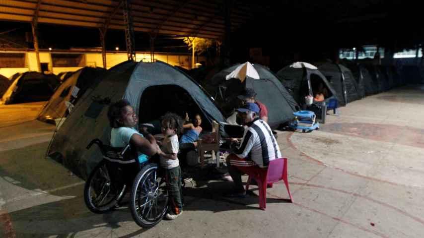 Damnificados por el terremoto de Ecuador, alojados en tiendas de campaña (06.052016).