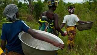 Conseguir agua depende, en gran medida, del silencioso trabajo de las mujeres en muchos países del mundo.