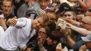 Nico Rosberg, campeón de Fórmula 1, y Bernard Arnault, propietario de Louis Vuitton, llenan Barcelona de lujo