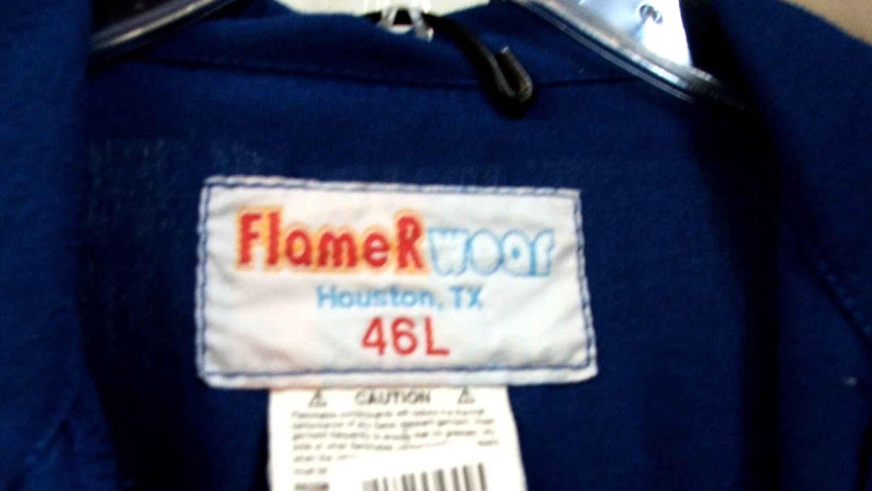 Una prenda ignífuga de la marca FlameRWear.