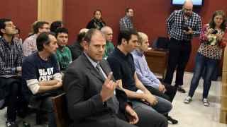 Imagen de los acusados de ser la 'cúpula' de Anonymous en España en el juzgado.