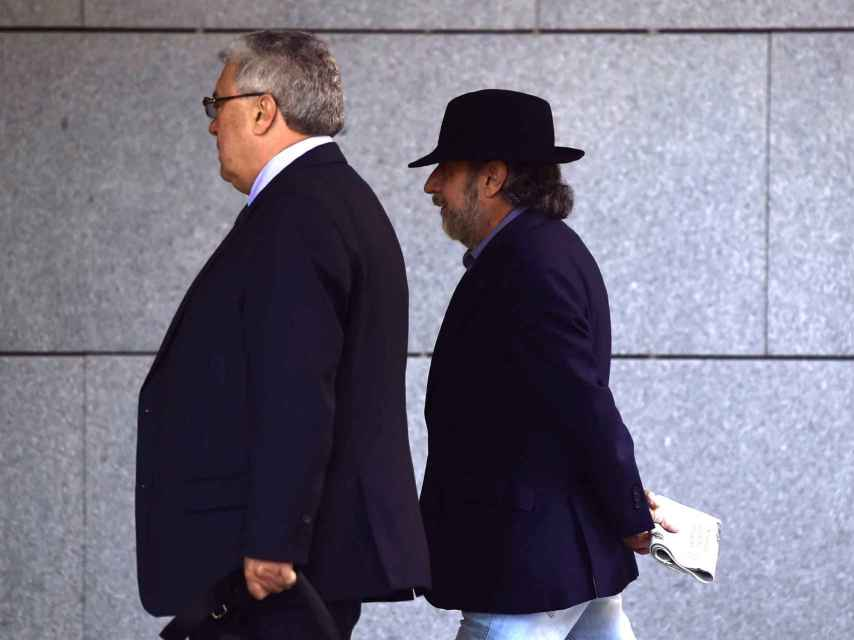 Fernando Peña, a la derecha, junto a su abogado.