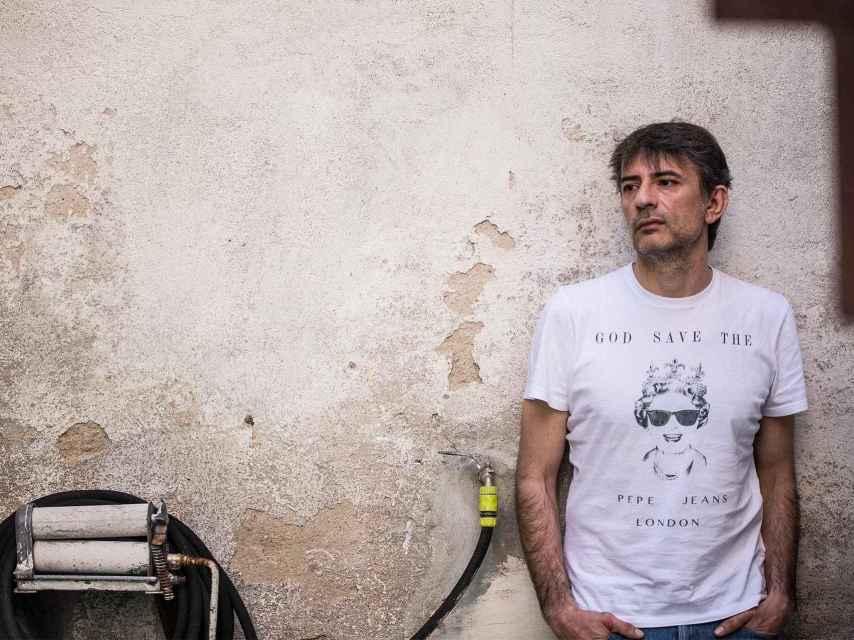 El escritor y periodista Juan Tallón presenta Mientras haya bares, recopilación de relatos y columnas.