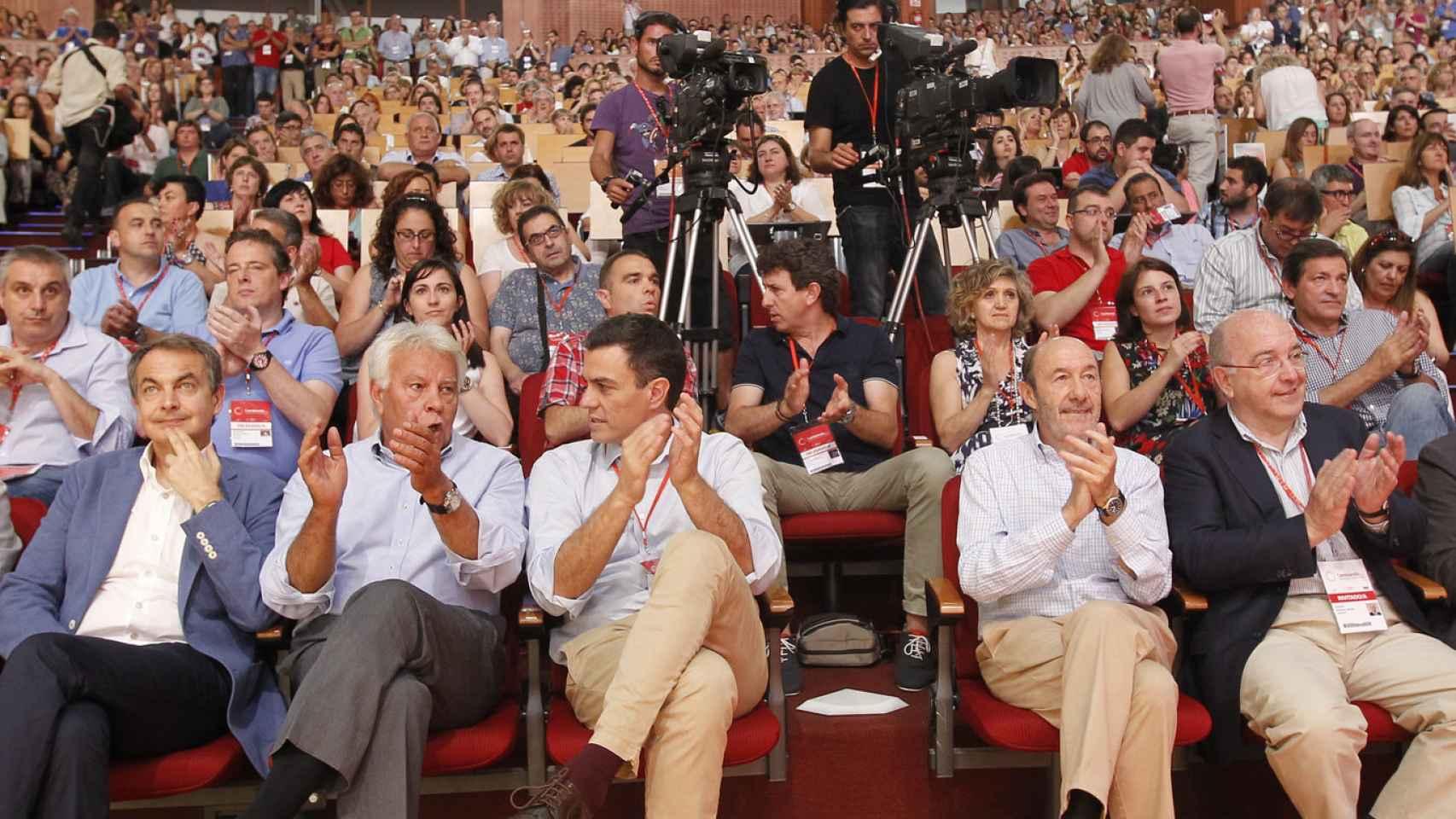 Los secretarios generales del PSOE en democracia, en el congreso que eligió a Sánchez en 2014.