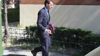 Antonio Camacho sale de su casa en Usera