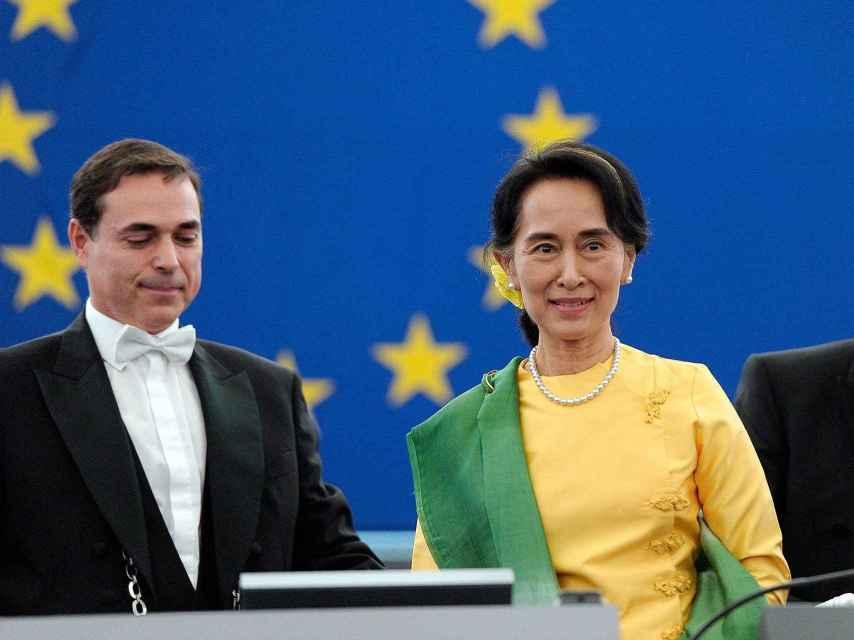 Juan Carlos acompañó a Suu Kyi cuando recibió el premio Sajárov del Parlamento Europeo en 2013