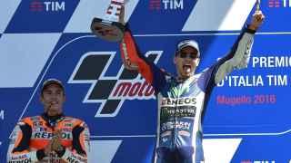 Márquez y Lorenzo en el podio de Mugello este domingo.