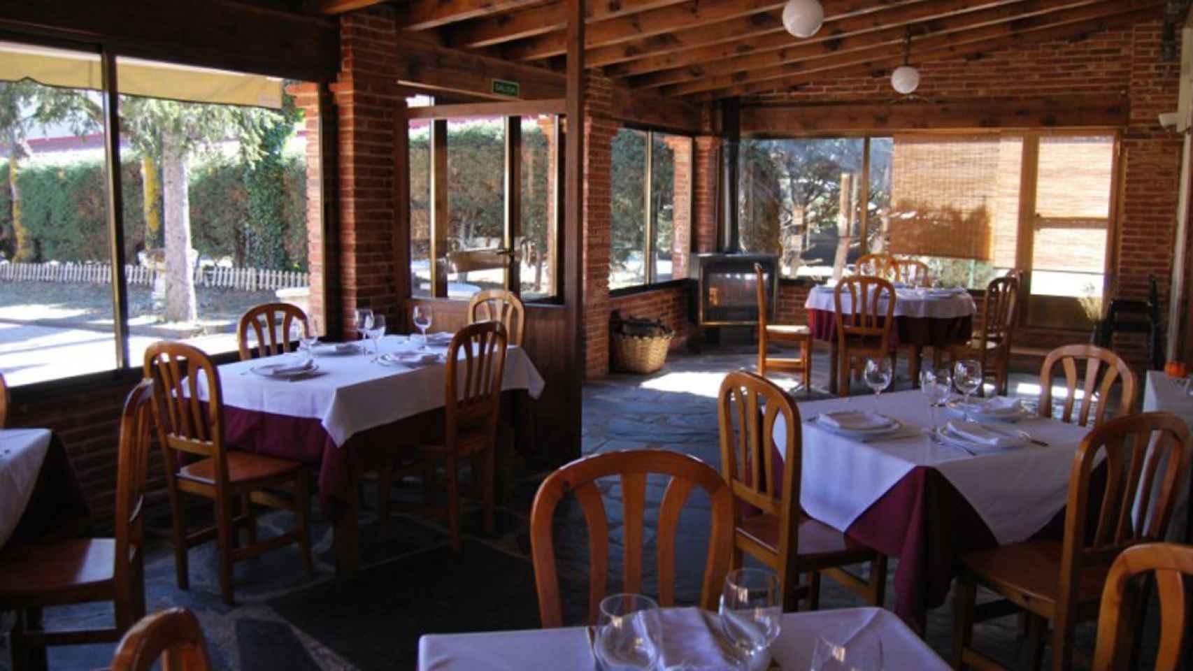 Interior del restaurante El Candil, en Rascafría.