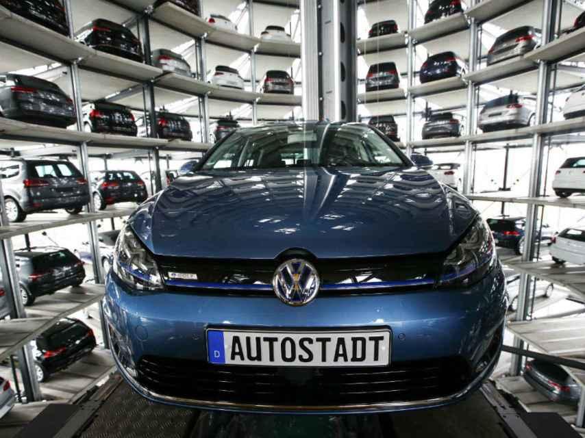 Vehículos Volkswagen en la fábrica de Wolfsburgo.