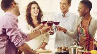 Cómo NO debes comportarte en una cena con amigos