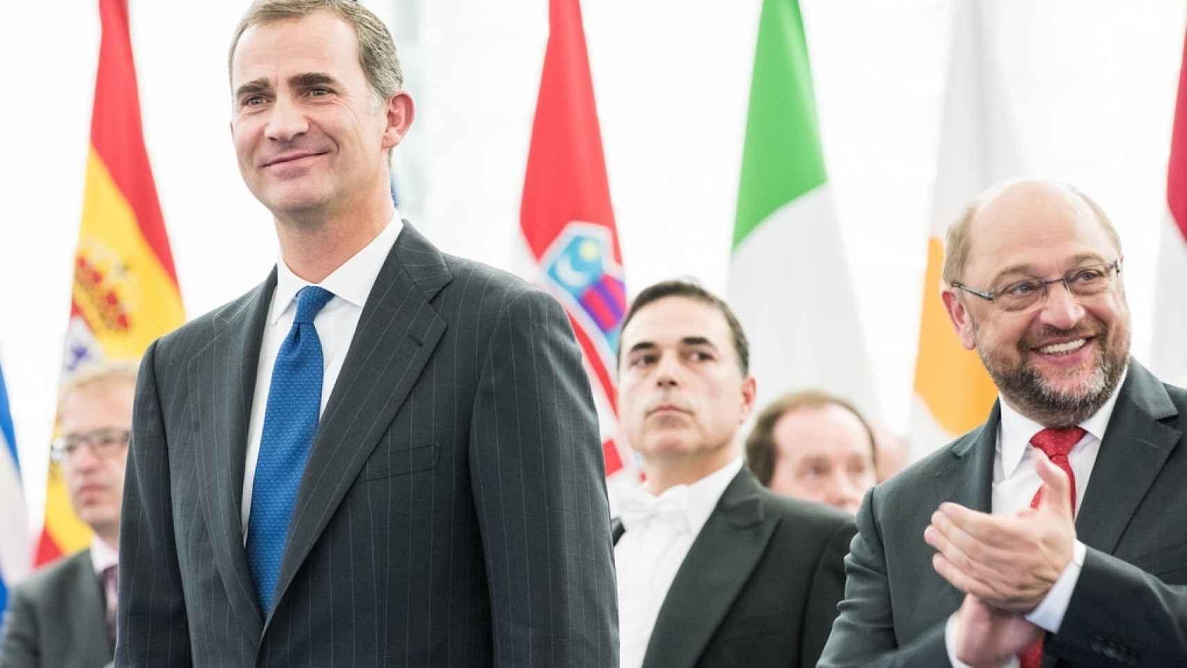 El Rey en su visita a Estrasburgo en 2015 junto al presidente de la Eurocámara, Martin Schulz.