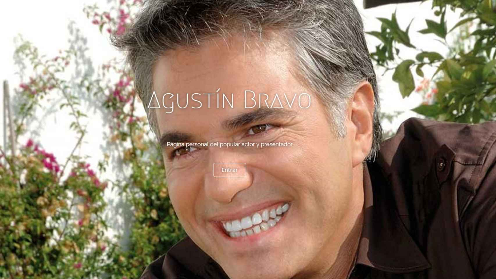 El presentador Agustín Bravo en la portada de su web.