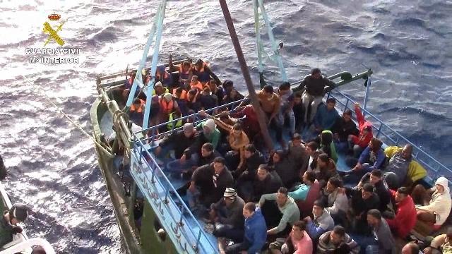 La Guardia Civil rescata a 276 inmigrantes a la deriva en aguas italianas