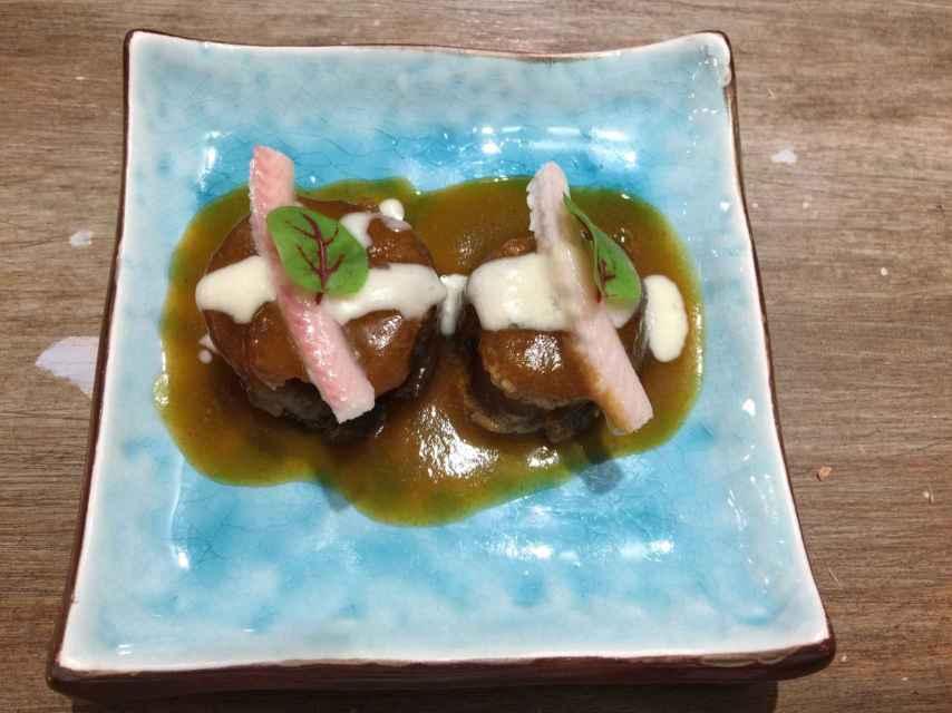 Los rabitos de cerdo con anguila y queso