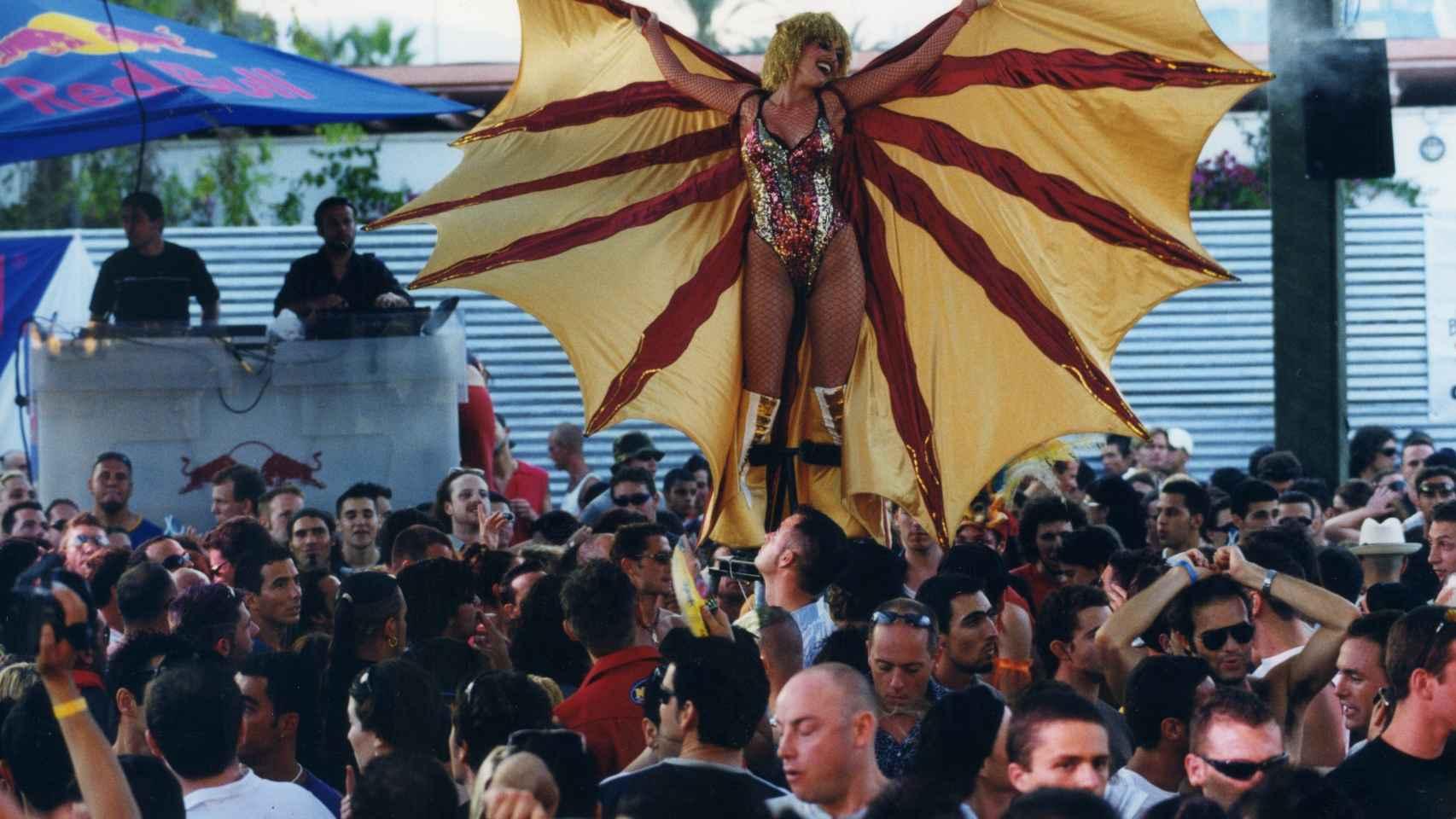 La oferta de fiesta durante las primeras horas del día atrajo a todos los turistas de la isla