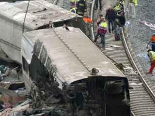Dos de los vagones del tren descarrilado en Angrois en julio de 2013