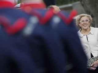 Manuela Carmena, alcaldesa de Madrid, en el desfile de las Fuerzas Armadas.