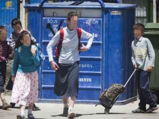 Alumnos fieles de la Iglesia Palmariana a su salida del colegio Público Federico García Lorca.
