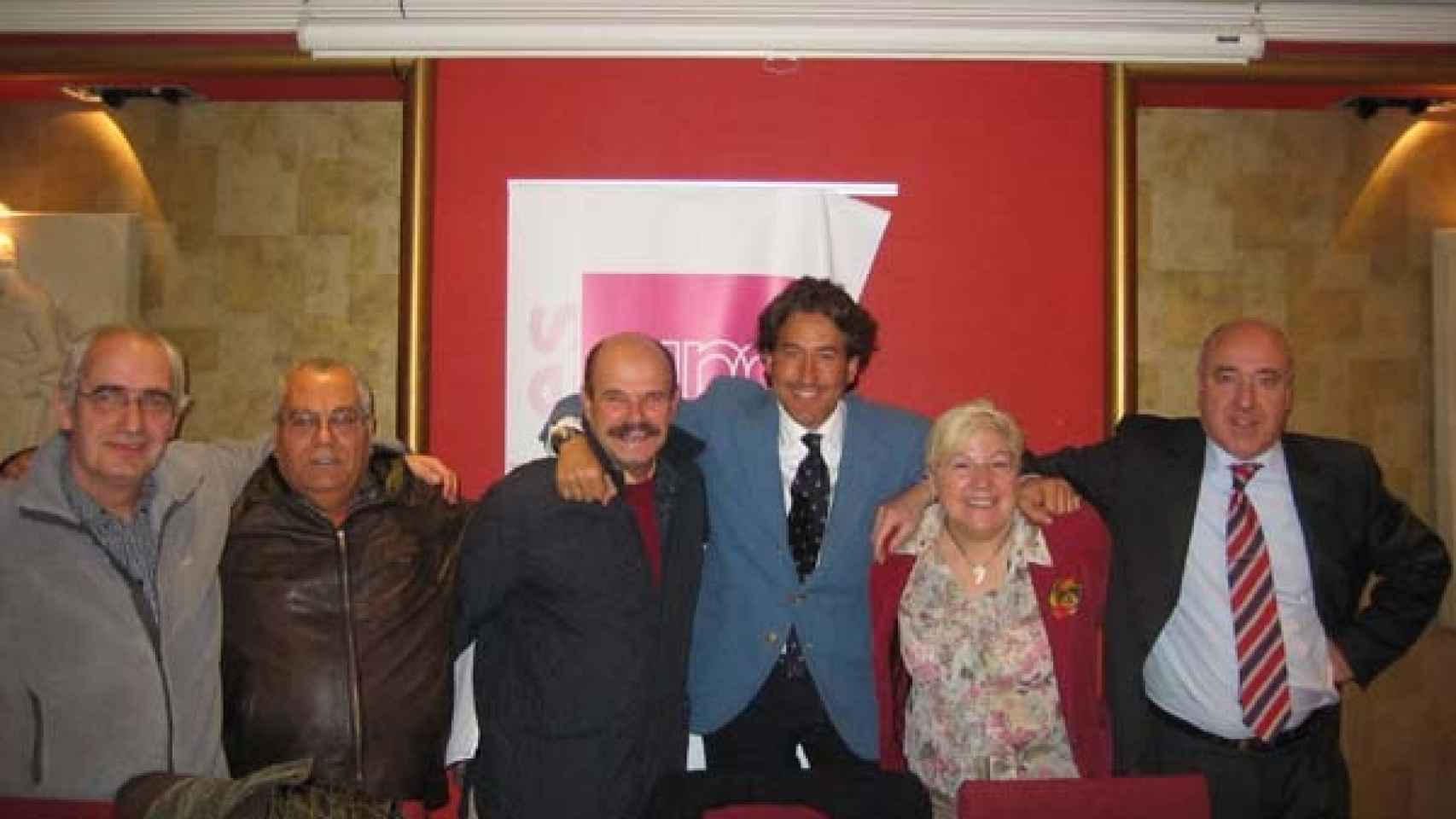 Álvaro de Marichalar en el centro con corbata junto a simpatizantes de UPyD en Soria