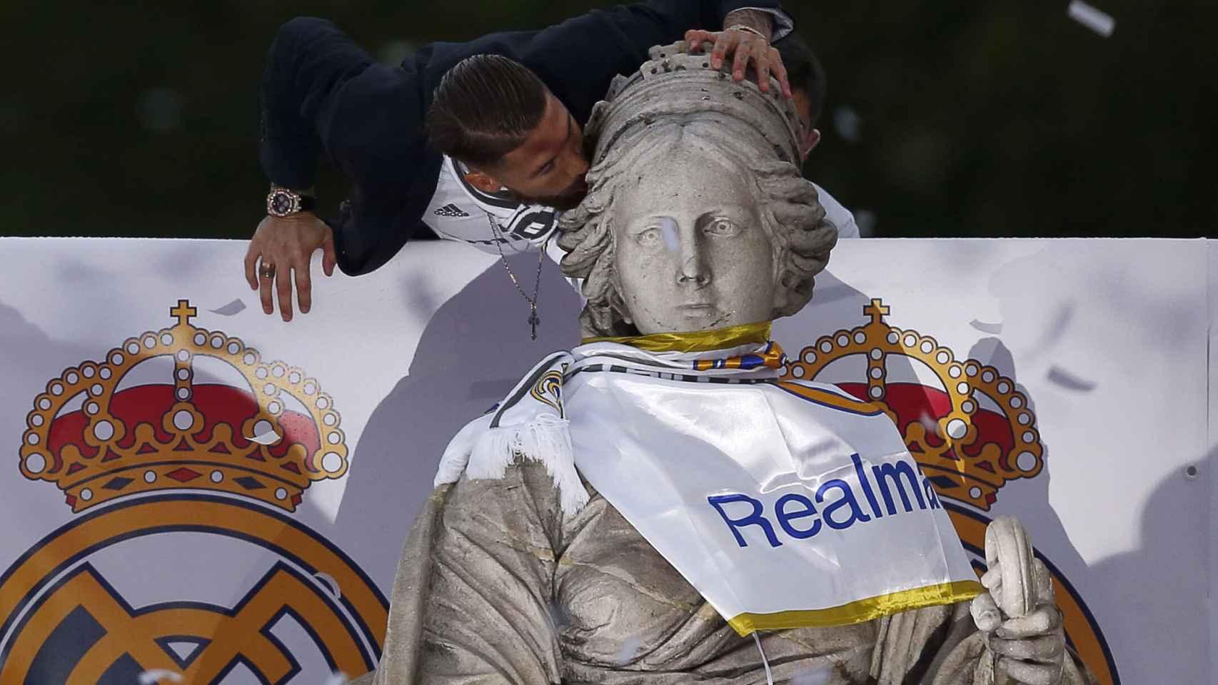 Fotogalería de la fiesta en Cibeles del Real Madrid