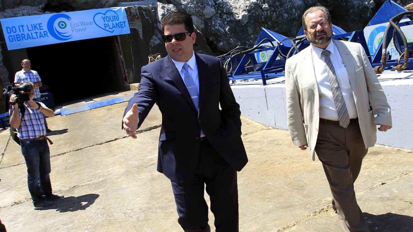 Fabián Picardo y el ministro de Medio Ambiente de Gibraltar John Cortés.