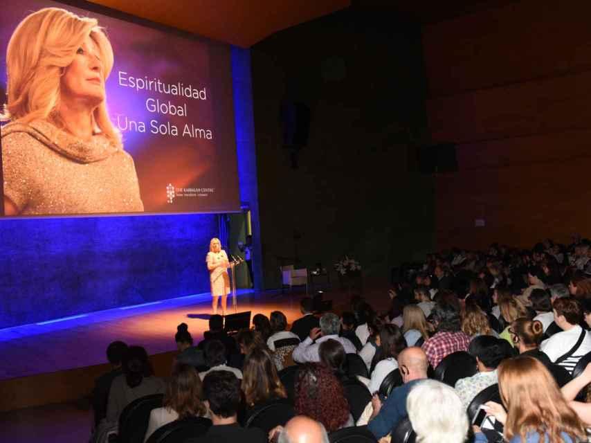 Karen Berg en la conferencia en Barcelona