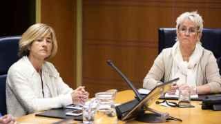 Pilar Zabala  y Asun Lasa, hermanas de José Ignacio Zabala y José Antonio Lasa en el Parlamento vasco