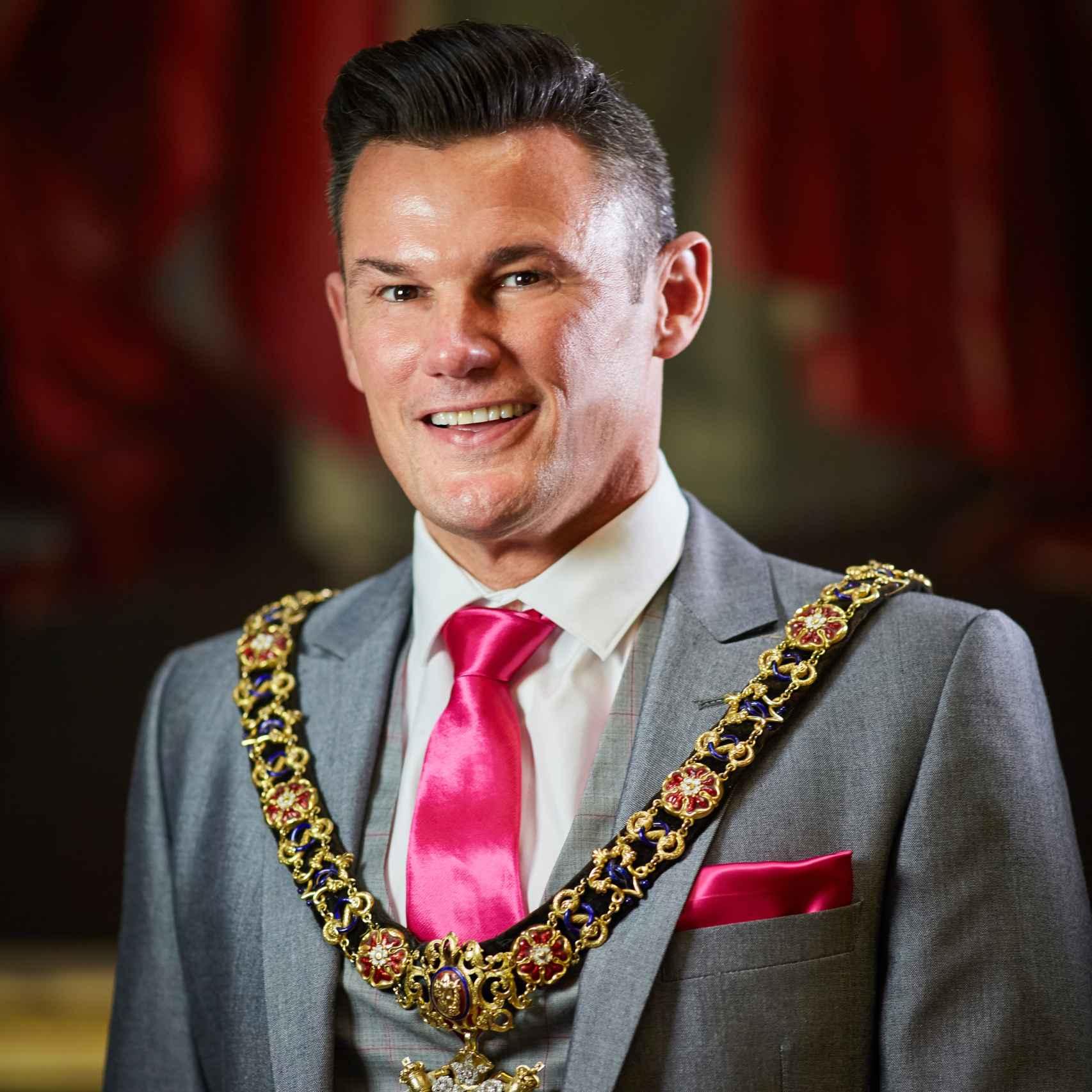 Retrato de Lord Mayor Cllr Austin-Behan tomado por el Ayuntamiento.