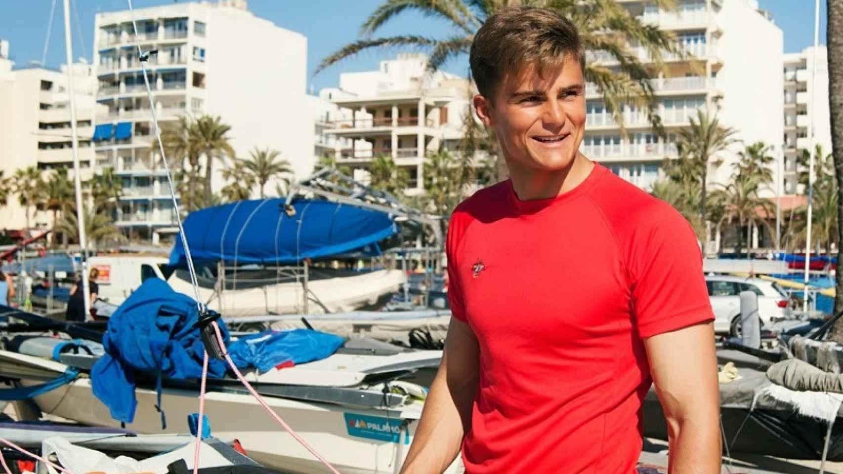 Diego Botín con la camiseta oficial del Equipo Olímpico Español de Vela
