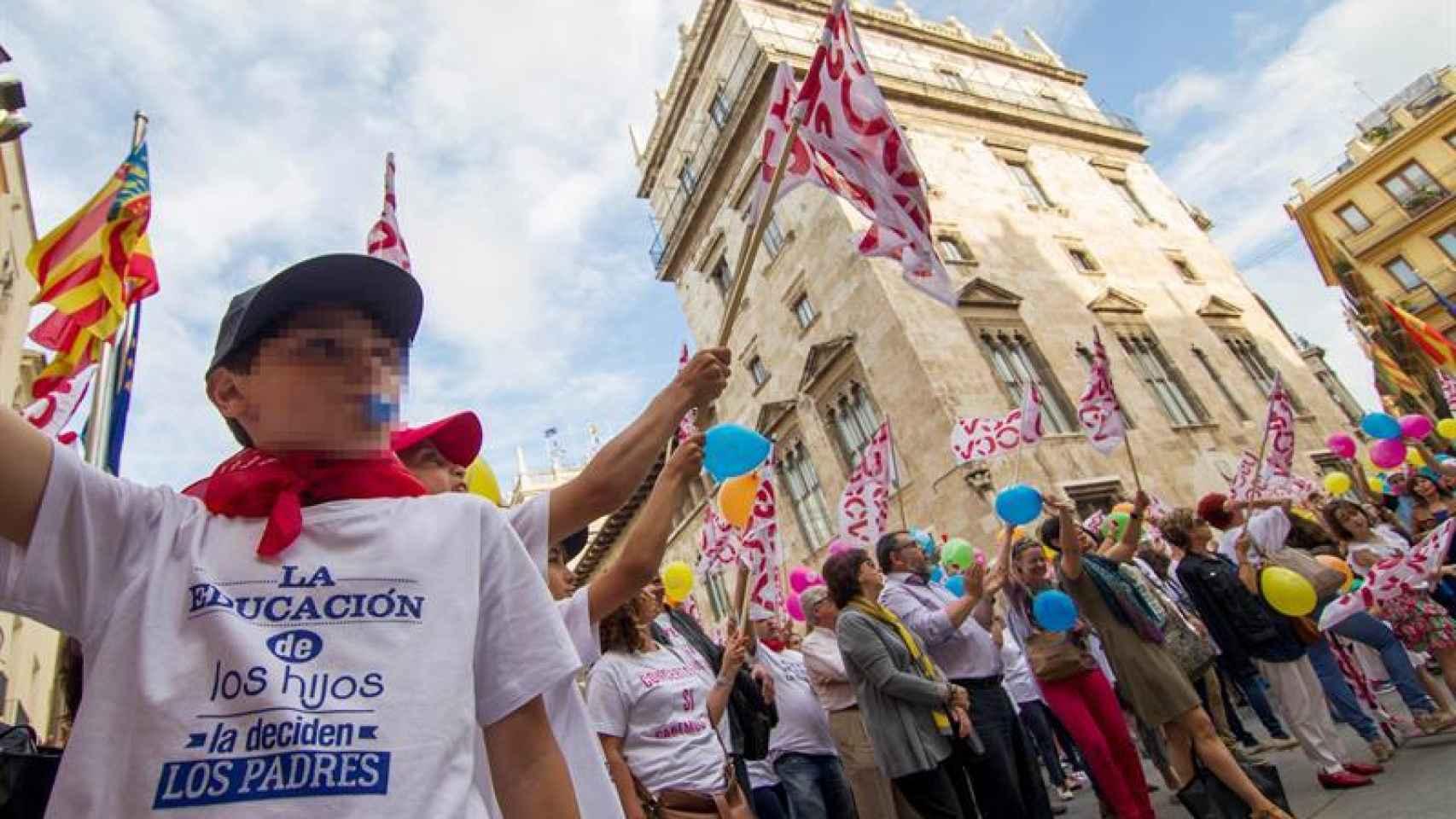 La manifestación ha rodeado el Palau de la Generalitat