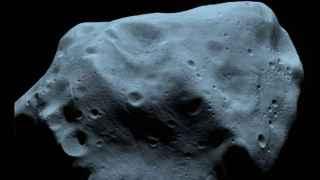 La superficie con cráteres del asteroide 21 Lutetia.