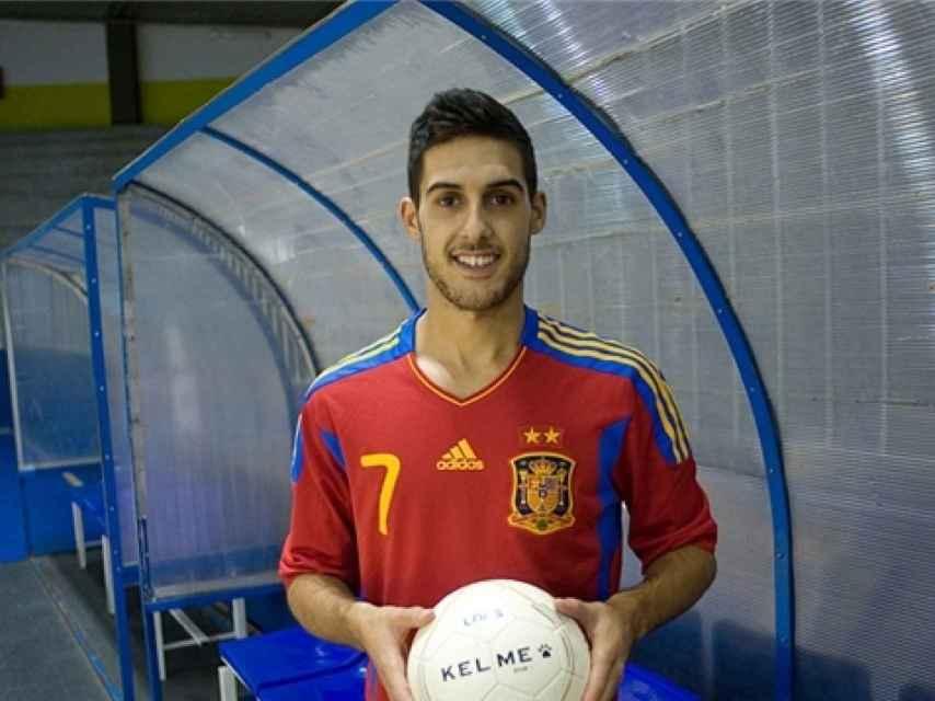 Adolfo Fernández, con la camiseta de la selección.