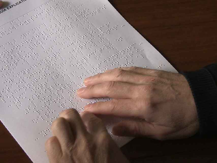Guía explicativa en braille del voto accesible