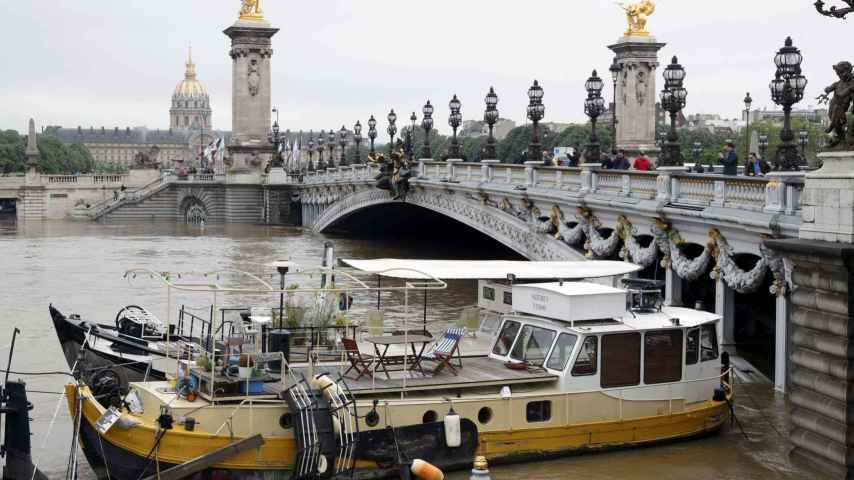 La crecida azota la capital de Francia.