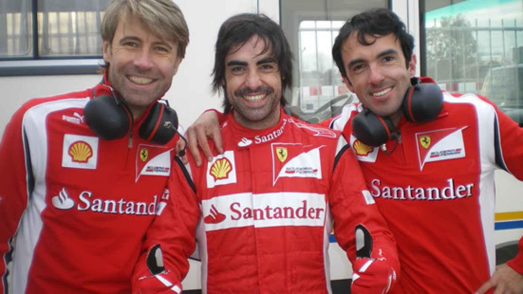 En el centro el doble de Fernando Alonso