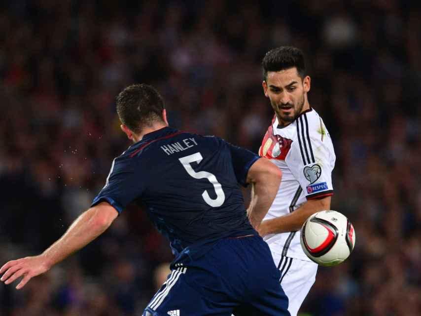 Gündogan durante un partido con la selección alemana.