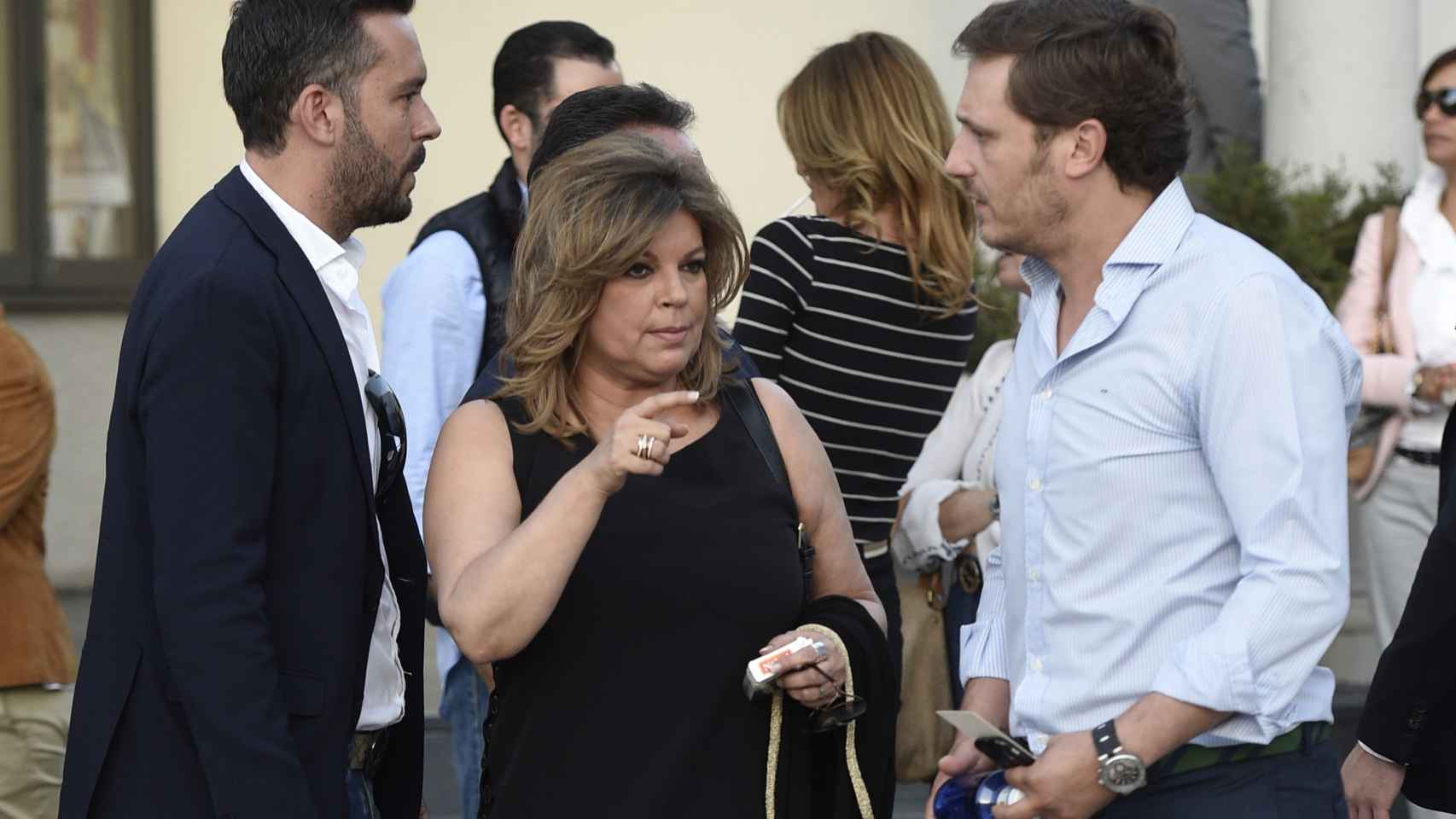 Terelu Campos con Juan Peña a la salida del funeral
