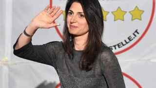 Virginia Raggi del Movimiento 5 Estrellas irá a la segunda vuelta como favorita.