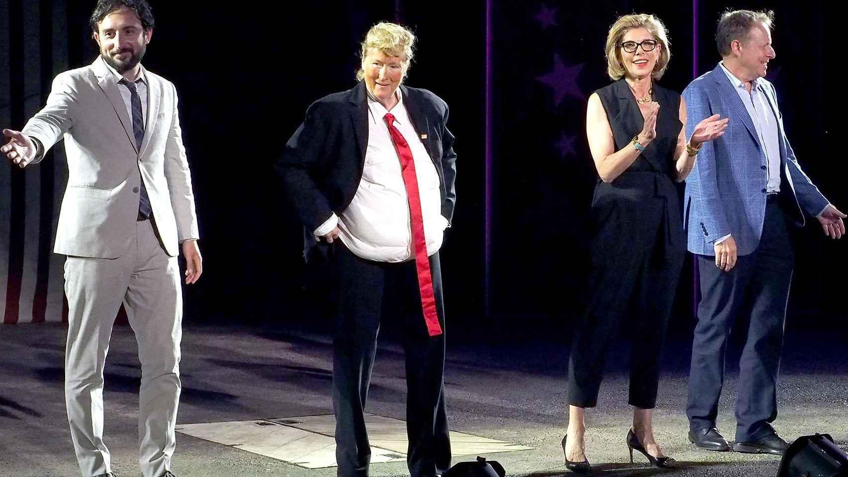 Meryl Streep parodiando a Donald Trump en la Gala Public Theater de Nueva York