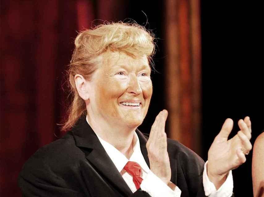 Meryl Streep, vestida como Donald Trump, en la performance en la Gala de Nueva York