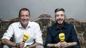 Manu Carreño y Dani Garrido, con los micrófonos de la Cadena SER.