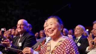 Una de las premiadas, UK scientist Helen Lee , en la ceremonia.