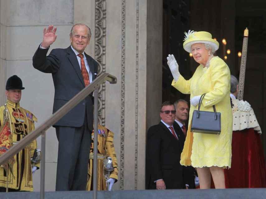 Los monarcas ingleses entrando a la catedral