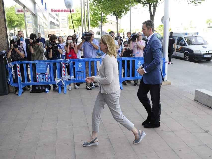 La pareja entrando a los Juzgados de Palma de Mallorca