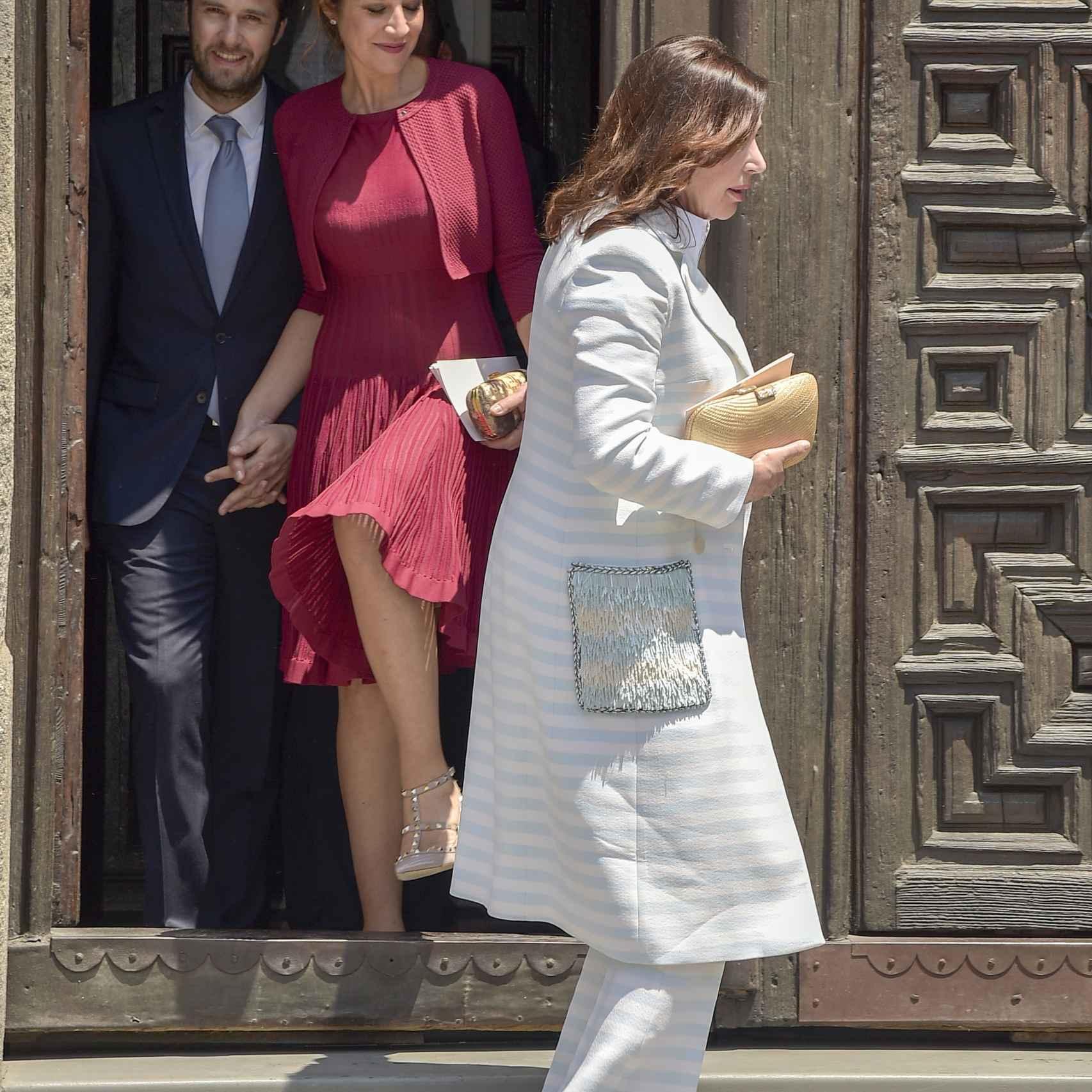Benjamin Rougeat, Cynthia Rossi y Carmen Martínez Bordiú durante la comunión