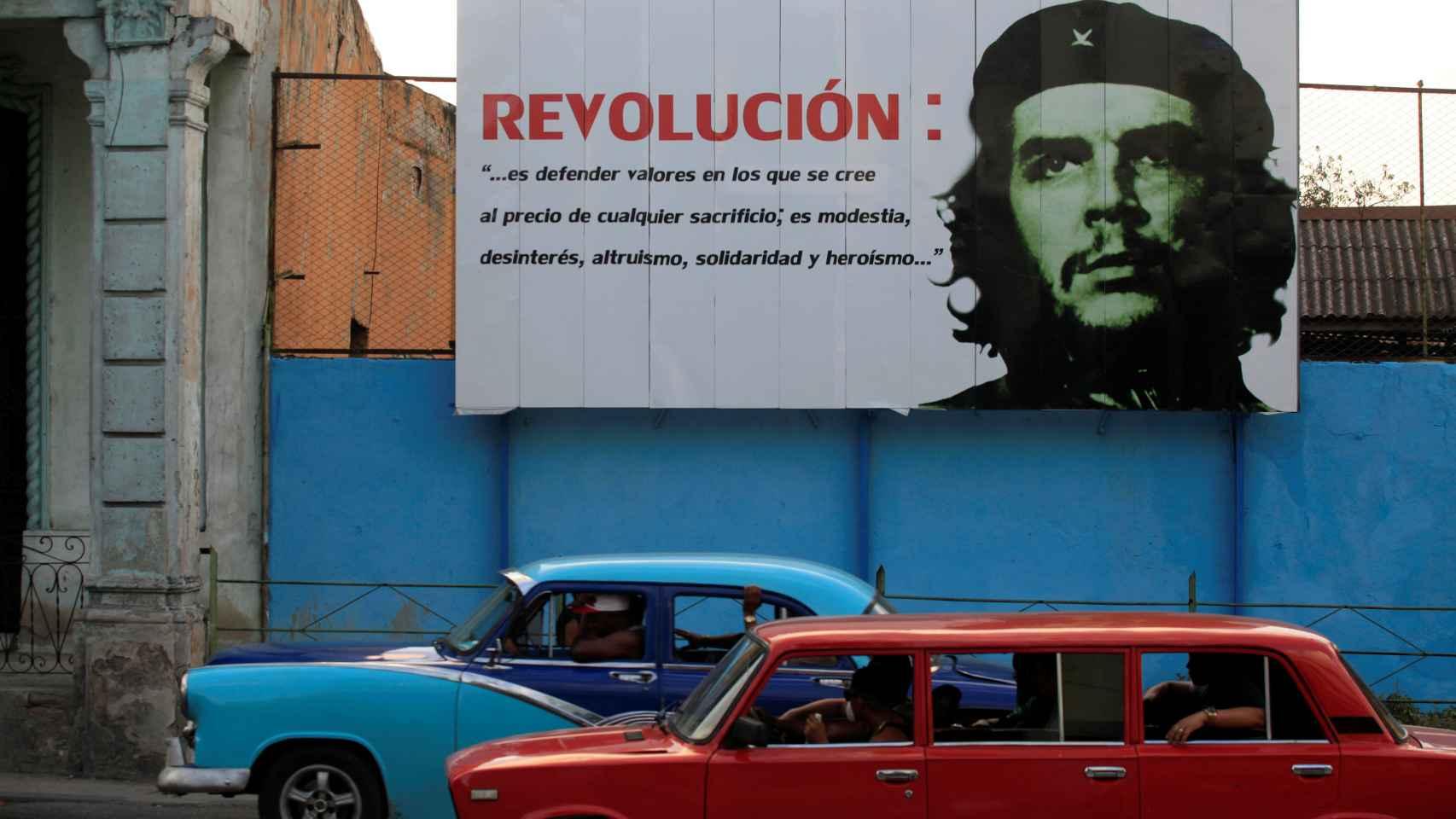 Los carteles de la revolución cubana siguen presentes en las calles de la capital.