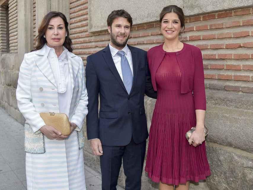 Carmen Marínez Bordiú, Benjamin Rouget y Cynthia Rossi unidos de comunión